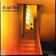 Discos de vinilo: US & THEM - BY THE TIME IT GETS DARK (FRUITS DE MER, WINKLE14 7'', VINILO TRANSPARENTE, 2014). Lote 55075268