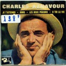 Discos de vinilo: CHARLES AZNAVOUR / JE T'ATTENDS / DORS + 2 (EP 1963). Lote 55355297