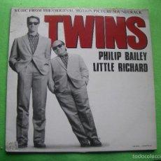 Discos de vinilo: MAXI-SINGLE DE VINILO DE LA B.S.O. TWINS CON PHILIP BAILEY Y LITLE RICHARD. Lote 56197650