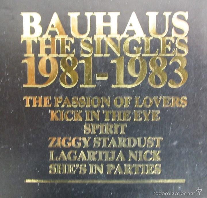 Discos de vinilo: BAUHAUS - THE SINGLES 1981 - 1983 - VINILO ORIGINAL PRIMERA EDICION BEGGARS BANQUET UK 1983 - Foto 4 - 56790589