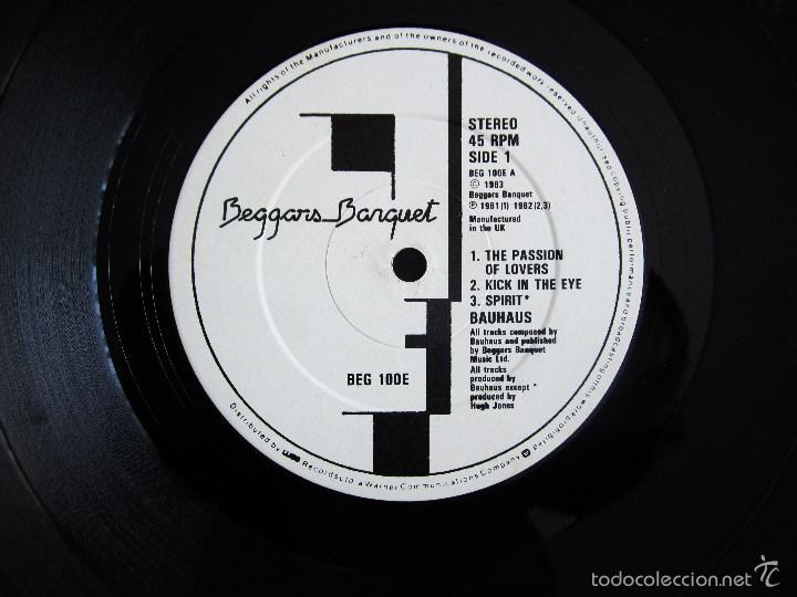 Discos de vinilo: BAUHAUS - THE SINGLES 1981 - 1983 - VINILO ORIGINAL PRIMERA EDICION BEGGARS BANQUET UK 1983 - Foto 5 - 56790589