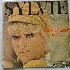 Discos de vinilo: SYLVIE VARTAN - COMME UN GARÇON / LE KID (1968). Lote 57094328