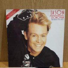 Discos de vinilo: JASON DONOVAN. BETWEEN THE LINES. LP / EPIC - 1990 / MBC. ***/***. Lote 57110238