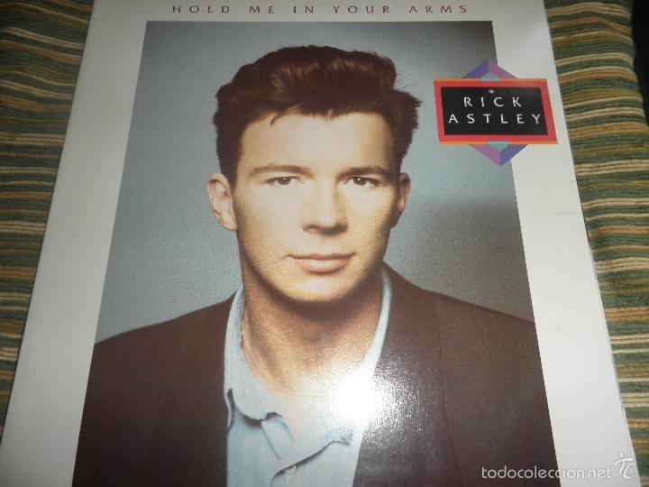 RICK ASTLEY - HOLD ME IN YOUR ARMS LP - ORIGINAL AUSTRALIANO - RCA 1988 GATEFOLD MUY NUEVO(5) (Música - Discos - LP Vinilo - Pop - Rock - New Wave Internacional de los 80)