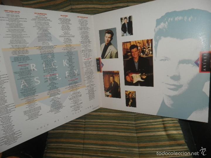 Discos de vinilo: RICK ASTLEY - HOLD ME IN YOUR ARMS LP - ORIGINAL AUSTRALIANO - RCA 1988 GATEFOLD MUY NUEVO(5) - Foto 7 - 57339064
