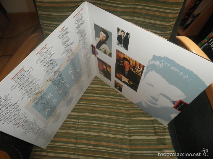 Discos de vinilo: RICK ASTLEY - HOLD ME IN YOUR ARMS LP - ORIGINAL AUSTRALIANO - RCA 1988 GATEFOLD MUY NUEVO(5) - Foto 8 - 57339064