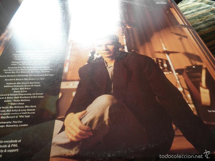 Discos de vinilo: RICK ASTLEY - HOLD ME IN YOUR ARMS LP - ORIGINAL AUSTRALIANO - RCA 1988 GATEFOLD MUY NUEVO(5) - Foto 11 - 57339064