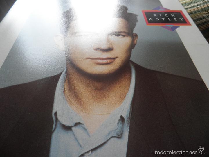 Discos de vinilo: RICK ASTLEY - HOLD ME IN YOUR ARMS LP - ORIGINAL AUSTRALIANO - RCA 1988 GATEFOLD MUY NUEVO(5) - Foto 13 - 57339064