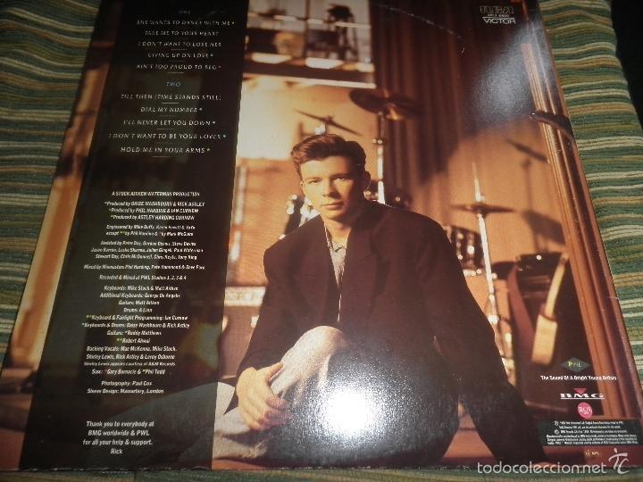 Discos de vinilo: RICK ASTLEY - HOLD ME IN YOUR ARMS LP - ORIGINAL AUSTRALIANO - RCA 1988 GATEFOLD MUY NUEVO(5) - Foto 24 - 57339064