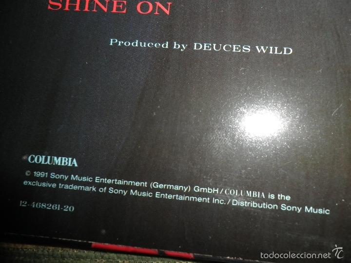 Discos de vinilo: DEUCES WILD - LIVING IN THE SUN LP - ORIGINAL HOLANDES - COLUMBIA 1991 CON FUNDA INT. ORIGINAL - Foto 4 - 57340831