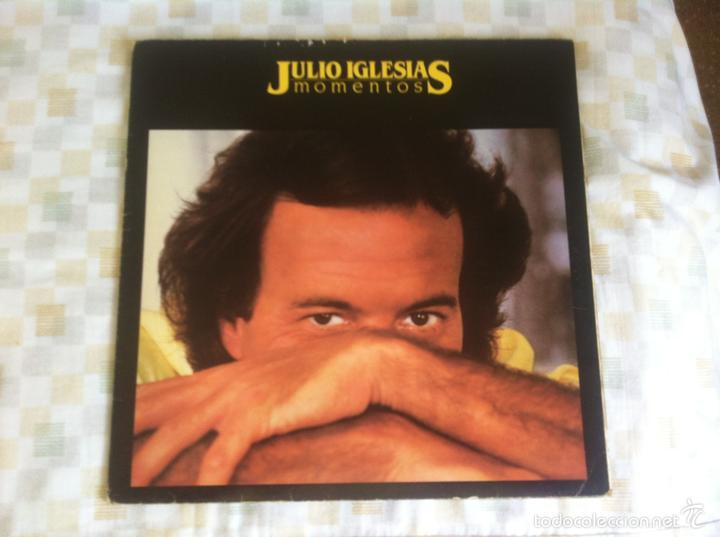 LP JULIO IGLESIAS-MOMENTOS (Música - Discos - LP Vinilo - Solistas Españoles de los 70 a la actualidad)