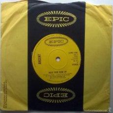Discos de vinilo: ARGENT. HOLD YOUR HEAD UP/ KEEP ON ROLLIN'. EPIC, UK 1972 SINGLE ORIGINAL. Lote 58704559