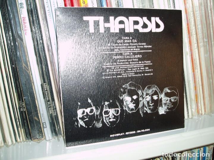 Discos de vinilo: THARSIS SG - QUÉ MÁS DÁ/ PERRO CALLEJERO - MOVIEPLAY 1975 - Foto 2 - 63651003