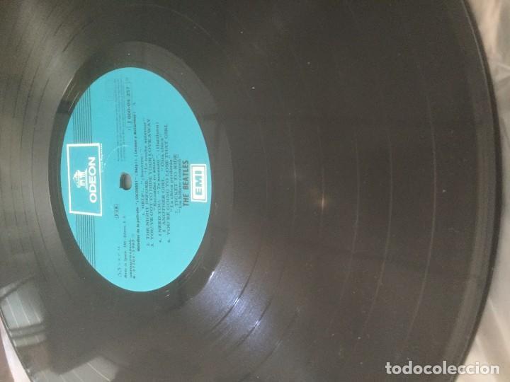 Discos de vinilo: disco de vinilo BEATLES (HELP) año 1965 con portadiscos para 12 discos de la misma epoca - Foto 2 - 64024259