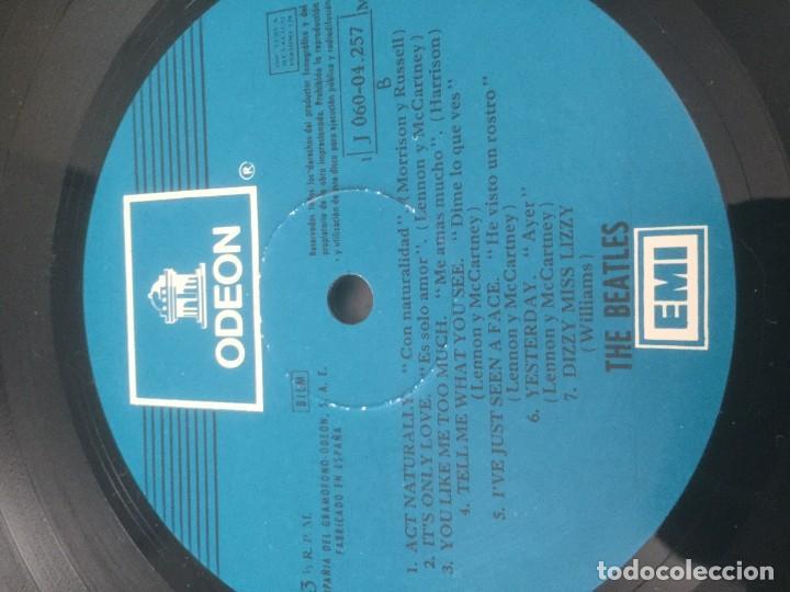 Discos de vinilo: disco de vinilo BEATLES (HELP) año 1965 con portadiscos para 12 discos de la misma epoca - Foto 4 - 64024259