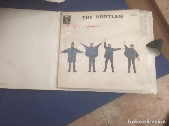 Discos de vinilo: disco de vinilo BEATLES (HELP) año 1965 con portadiscos para 12 discos de la misma epoca - Foto 9 - 64024259
