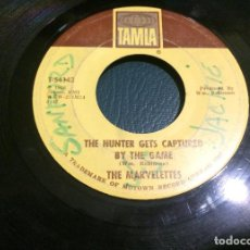 Discos de vinilo: 'THE HUNTER GETS CAPTURED BY THE GAME / I THINK...' DE THE MARVELETTES. SINGLE DE JUKE BOX USA. 1962. Lote 64355763