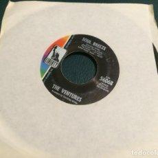 Discos de vinilo: 'SOUL BREEZE / HAWAII FIVE-0' DE THE VENTURES. SINGLE DE MÁQUINA JUKE BOX USA. 1969. Lote 65970890