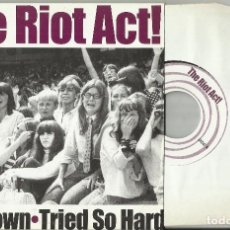 Discos de vinilo: THE RIOT ACT! SINGLE THIS TOWN - TRIED SO HARD.ESPAÑA 2003. Lote 68030597