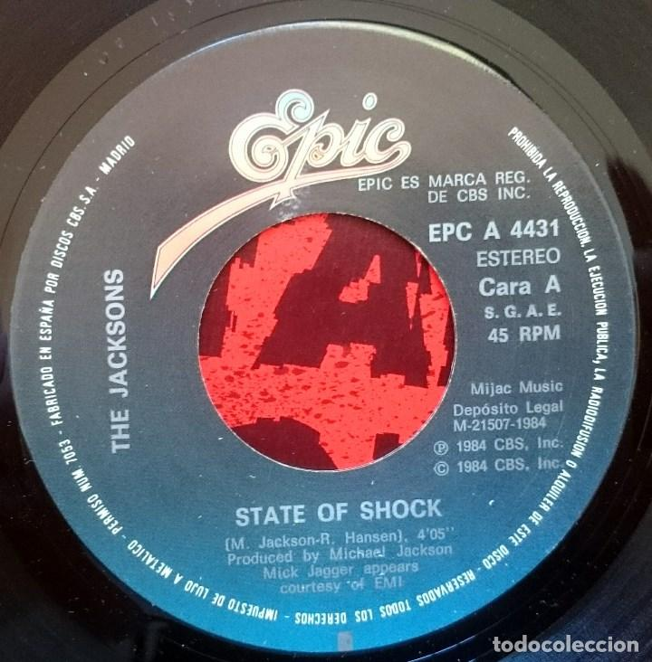 Discos de vinilo: The Jacksons ( M. Jackson - M. Jagger): State of Shock, Single Epic EPC A-4431. Spain, 1984. VG+/VG+ - Foto 2 - 68203597
