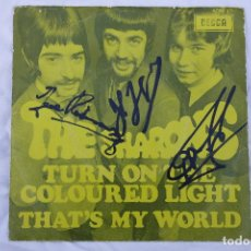 Discos de vinilo: DISCO VINILO EP THE SHARONS - TURN ON THE COLOURED LIGHTS - THAT'S MY WORLD - FIRMADO. Lote 68551909