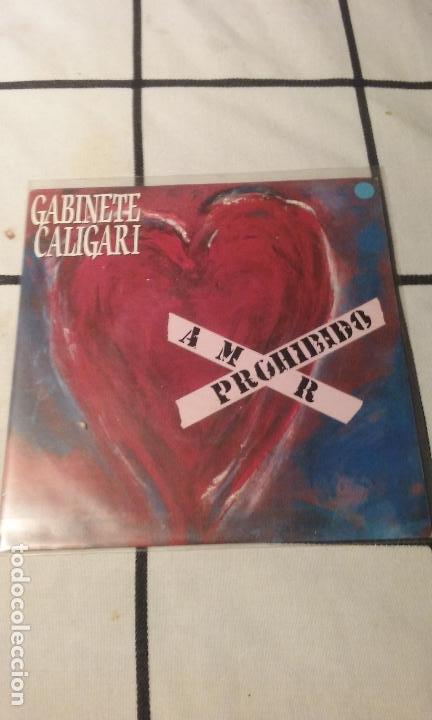 SINGLE GABINETE CALIGARI - AMOR PROHIBIDO / LA CULPA FUE DEL CHA CHA CHA. 1990 (Música - Discos - Singles Vinilo - Grupos Españoles de los 70 y 80)