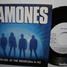 Discos de vinilo: RAMONES- HOWLING AT THE MOON- SPANISH PROMO SINGLE 1984- WHITE LABEL- COMO NUEVO. IMPECABLE.. Lote 72123139