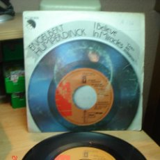 Discos de vinilo: ENGELBERT HUMPERDINCK - I BELIEVE IN MIRACLES / GOODBYE MY FRIEND - SINGLE 1977. Lote 74851011