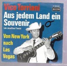 Discos de vinilo: SINGLE. VICO TORRIANI. AUS JEDEM LAND EIN SOUVENIR. VON NEW YORK NACH LAS VEGAS.. Lote 76822911