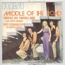 Discos de vinilo: MIDDLE OF THE ROAD. TWEEDLE DEE TWEEDLE DUM. RCA 1971. Lote 77869373