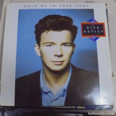 Discos de vinilo: LP. HOLD ME IN YOUR ARMS. RICK ASTLEY. 1988. BMG RECORDS. Lote 98020064