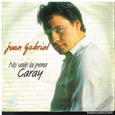 Discos de vinilo: JUAN GABRIEL - NO VALE LA PENA / CARAY - SINGLE 1983 - PROMO. Lote 81019692