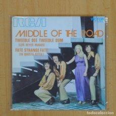 Discos de vinilo: MIDDLE OF THE ROAD - TWEEDLE DEE TWEEDLE DUM - SINGLE. Lote 83937062