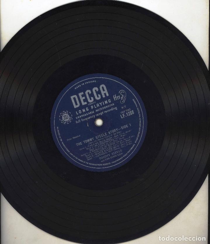 Discos de vinilo: ANTIGUO DISCO VINILO THE TOMMY STEELE STORY - LONG PLAYING SIN CARATULA SOLO PLASTICO PROTECCION - Foto 3 - 84174876