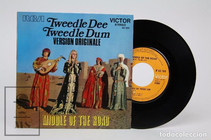 DISCO SINGLE DE VINILO - TWEEDLE DEE TWEEDLE DUM. MIDDEL OF THE ROAD - FRANCIA (Música - Discos - Singles Vinilo - Pop - Rock - Extranjero de los 70)