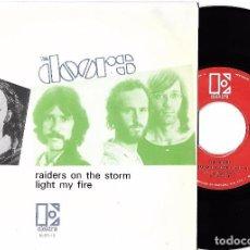 Discos de vinilo: DOORS, THE: RAIDERS ON THE STORM / LIGHT MY FIRE. Lote 88751108
