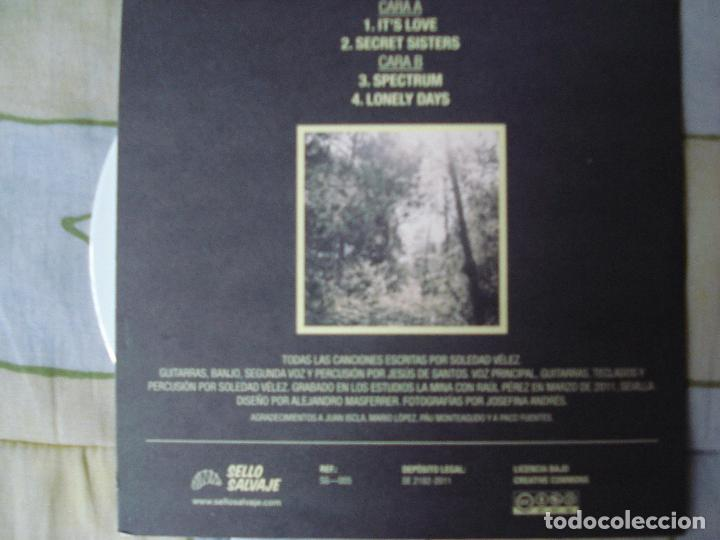 Discos de vinilo: SOLEDAD VELEZ - Black light in the forest,EP SELLO SALVAJE ESTUDIOS EN SEVILLA AÑO 2011 - Foto 3 - 90379168