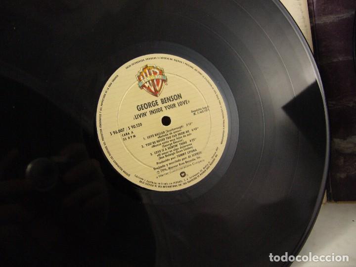Discos de vinilo: LP VINILO GEORGE BENSON - LIVIN INSIDE YOUR LOVE 2 LPS - Foto 9 - 90999975