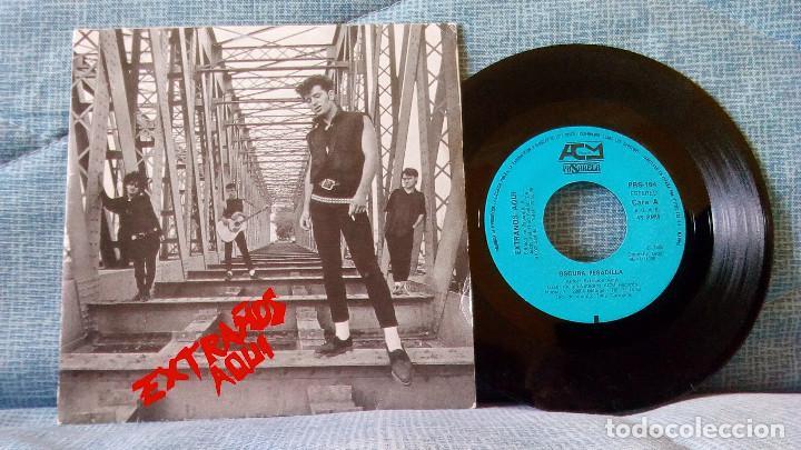 EXTRAÑOS AQUI - OSCURA PESADILLA / MUERETE O MUEVETE - SINGLE DEL AÑO 1986 - COMO NUEVO (Música - Discos de Vinilo - EPs - Grupos Españoles de los 70 y 80)