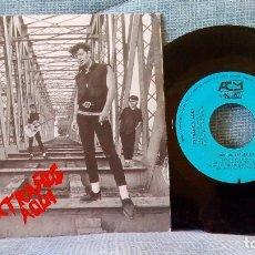 Discos de vinilo: EXTRAÑOS AQUI - OSCURA PESADILLA / MUERETE O MUEVETE - SINGLE DEL AÑO 1986 - COMO NUEVO. Lote 91310660