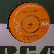 Discos de vinilo: SINGLE - CLODAGH RODGERS - IT'S DIFFERENT NOW / TAKE ME HOME - RCA VICTOR 2192 - 1972 INGLATERRA. Lote 92765315