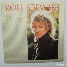 Discos de vinilo: ROD STEWART ''SWEET SURRENDER'' SINGLE DE VINILO DE 7'' DEL AÑO 1983. Lote 93861205