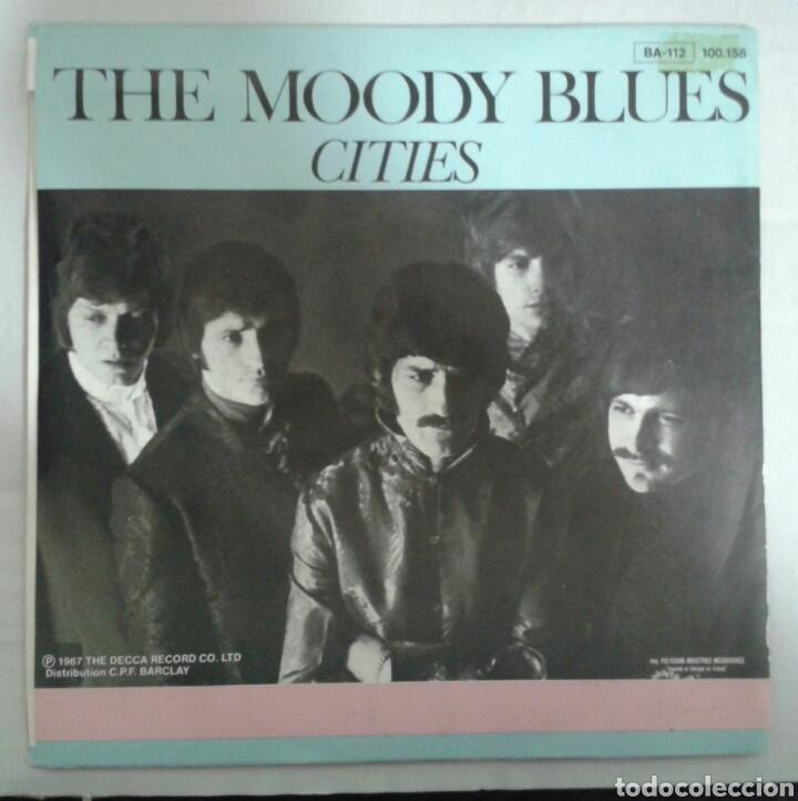 Discos de vinilo: THE MOODY BLUES. NIGHTS IN WHITE SATIN. SINGLE VERSIÓN FRANCESA. DERAN 1967. RARA PORTADA. - Foto 2 - 94424603