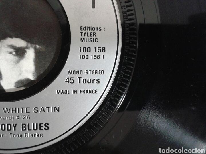 Discos de vinilo: THE MOODY BLUES. NIGHTS IN WHITE SATIN. SINGLE VERSIÓN FRANCESA. DERAN 1967. RARA PORTADA. - Foto 4 - 94424603