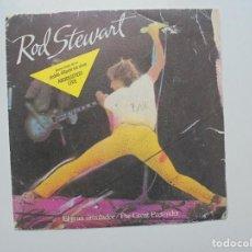 Discos de vinilo: ROD STEWART ''EL GRAN SIMULADOR''' AÑO 1982 VINILO DE 7'' ES UN SINGLE. Lote 94456566