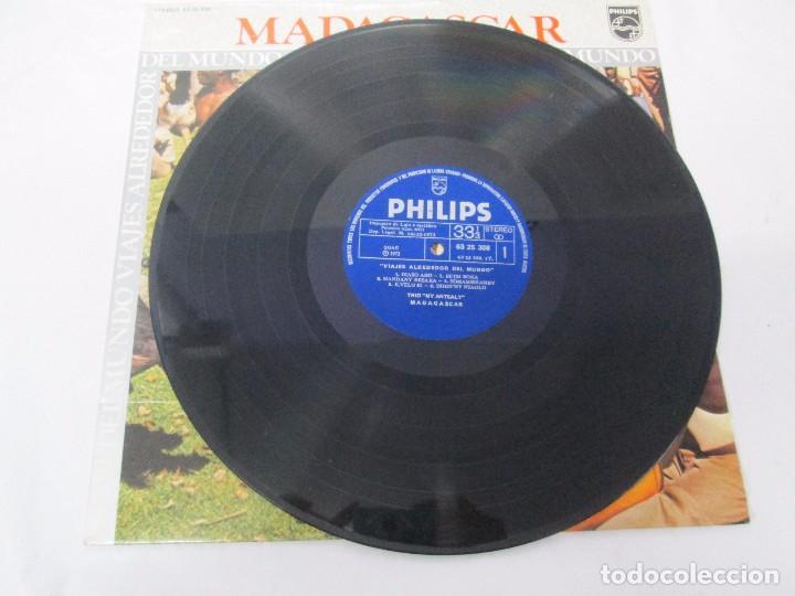 Discos de vinilo: MADAGASPAR. VIAJES ALREDEDOR DEL MUNDO. LP VINILO. PHILPHS 1973. VER FOTOGRAFIAS ADJUNTAS - Foto 3 - 95625883