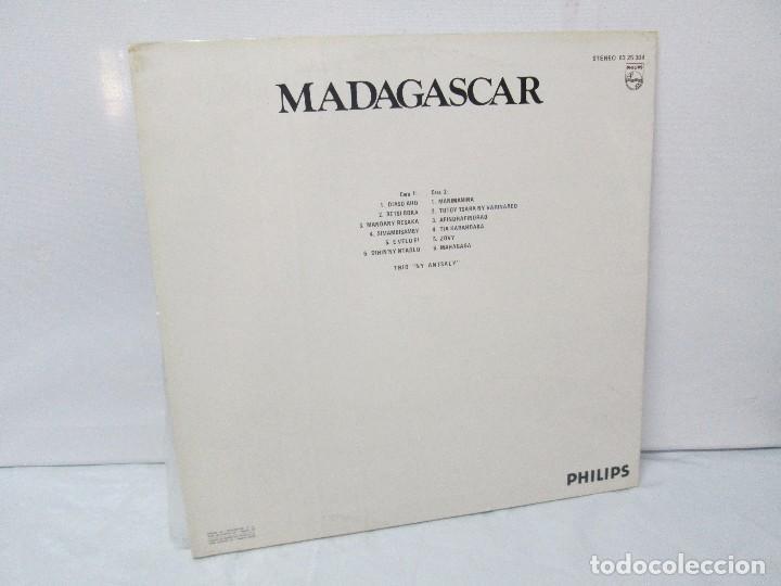 Discos de vinilo: MADAGASPAR. VIAJES ALREDEDOR DEL MUNDO. LP VINILO. PHILPHS 1973. VER FOTOGRAFIAS ADJUNTAS - Foto 9 - 95625883