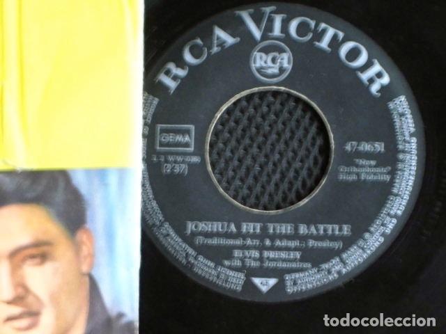 Discos de vinilo: ELVIS PRESLEY SINGLE FUNDA FOTOS ALEMANIA AÑOS 50 - Foto 2 - 95730832