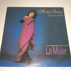 Discos de vinilo: SHIRLEY BASSEY - LA MUJER (CANTA EN ESPAÑOL) (LP). Lote 96108975