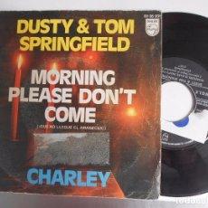 Disques de vinyle: DUSTY & TOM SPRINGFIELD-SINGLE QUE NO LLEGUE EL AMANECER. Lote 96340943